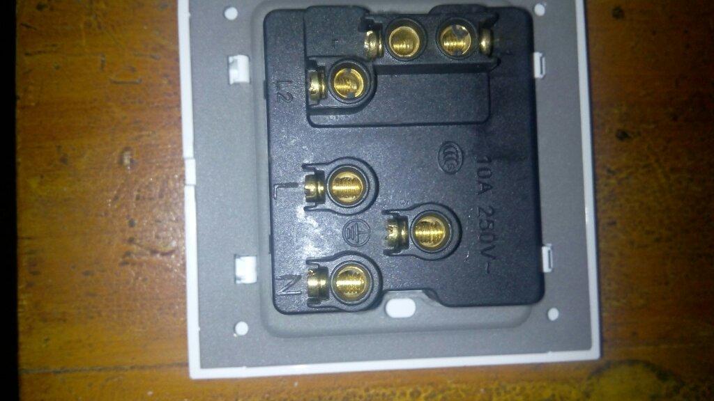请问一开五孔插座开关控制插座和开关控制灯泡分别怎么接线?