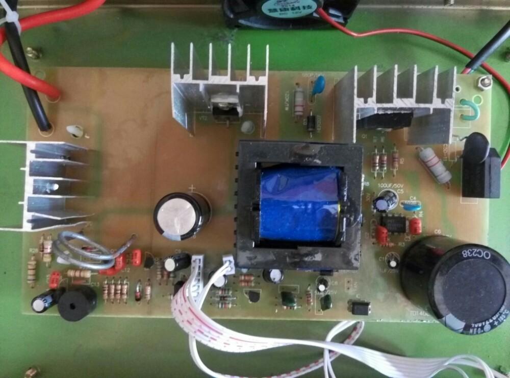 这个电路板中哪个是限流电阻,怎么改成可调电流?