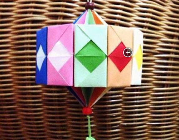 胶水少许  一款漂亮的新年手工折纸灯笼的做法制作步骤: 第1步