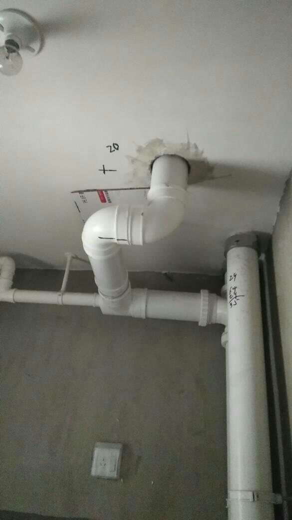 一楼马桶移位_楼上马桶移位我同意了,加了一个弯头管这样以后会不会