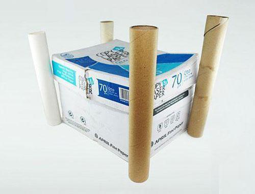 用废旧纸箱手工制作一个漂亮的城堡教程 制作材料:纸箱子,保鲜膜卷