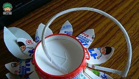 如何用酸奶盒子做太阳花 废物利用手工制作