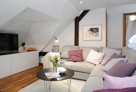 客厅三角斜屋顶装修效果图,阁楼的设计必然会带来斜顶的空间,这样的