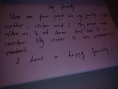 一篇我的家庭英语作文,家里有四口人,爸爸妈妈姐姐和我,妈妈是家庭