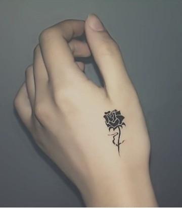 女生适合将玫瑰纹身贴在哪里
