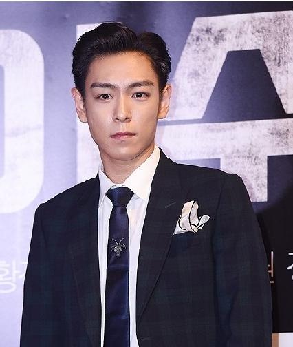 BIGBANG组合成员TOP崔胜贤要当兵起来了如何把齐刘海留入伍图片
