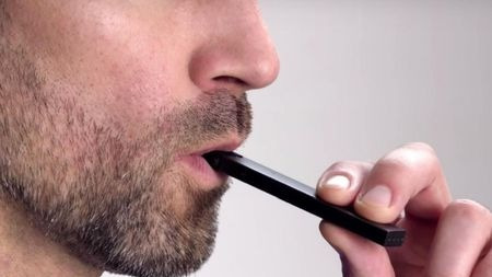 为什么美国高中会流行电子烟 ?的头图