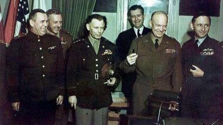 艾森豪威尔凭什么5年内越过366位将官成为五星上将?的头图