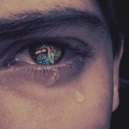重谢跪求一张眼睛隐忍泪水的图片.