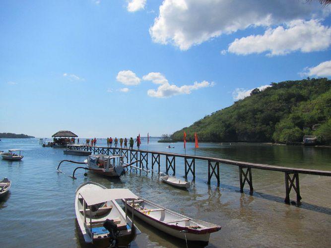 高清桌面海边风景木桥
