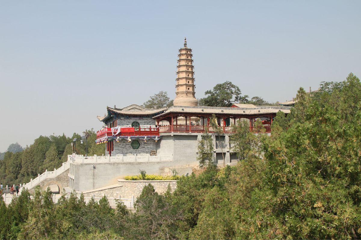 白塔寺全景图片
