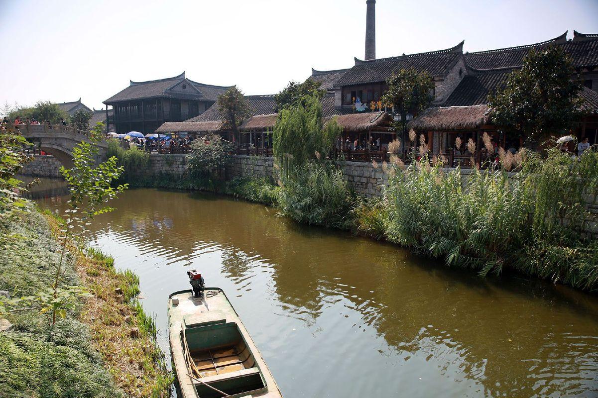 沿河风景图片