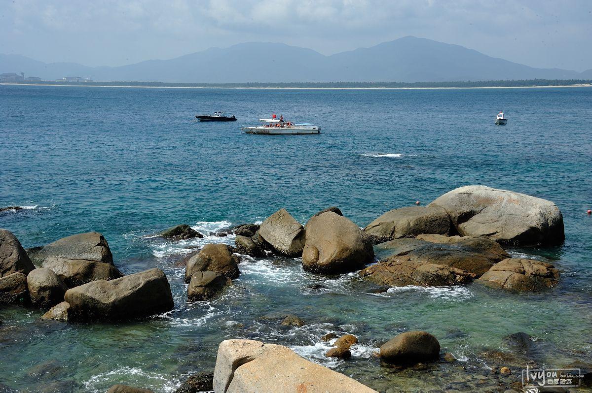 海边巨石图片