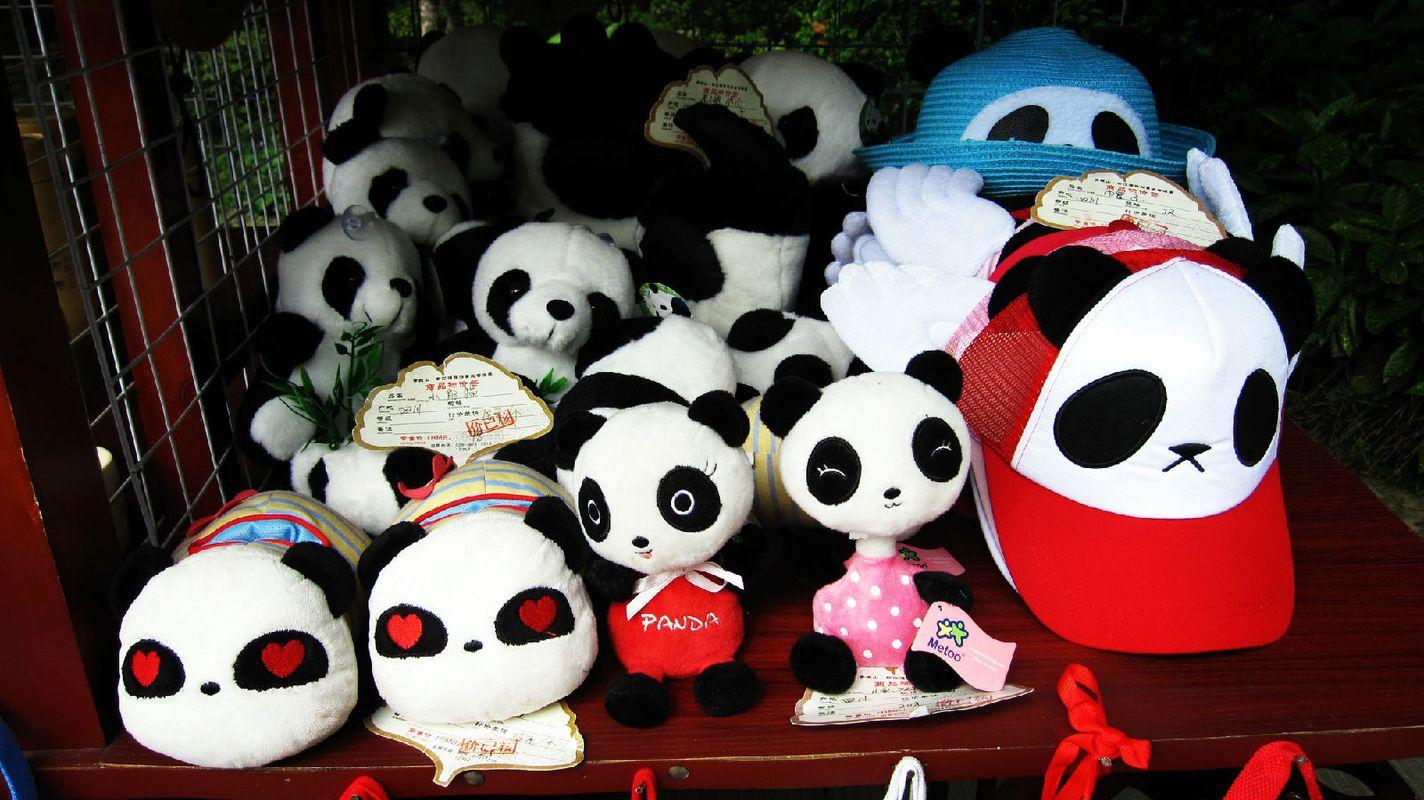 """眼睛是红色""""心""""形的熊猫最可爱了……图片"""