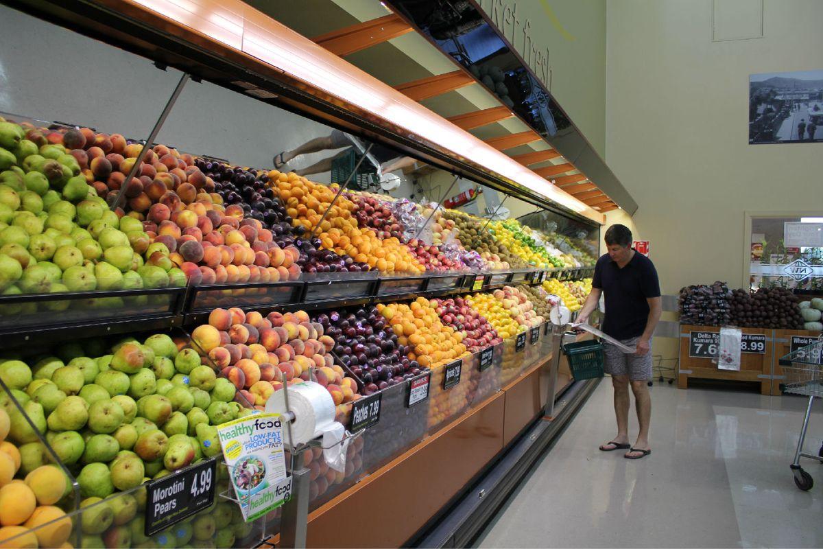 超市水果区域图片
