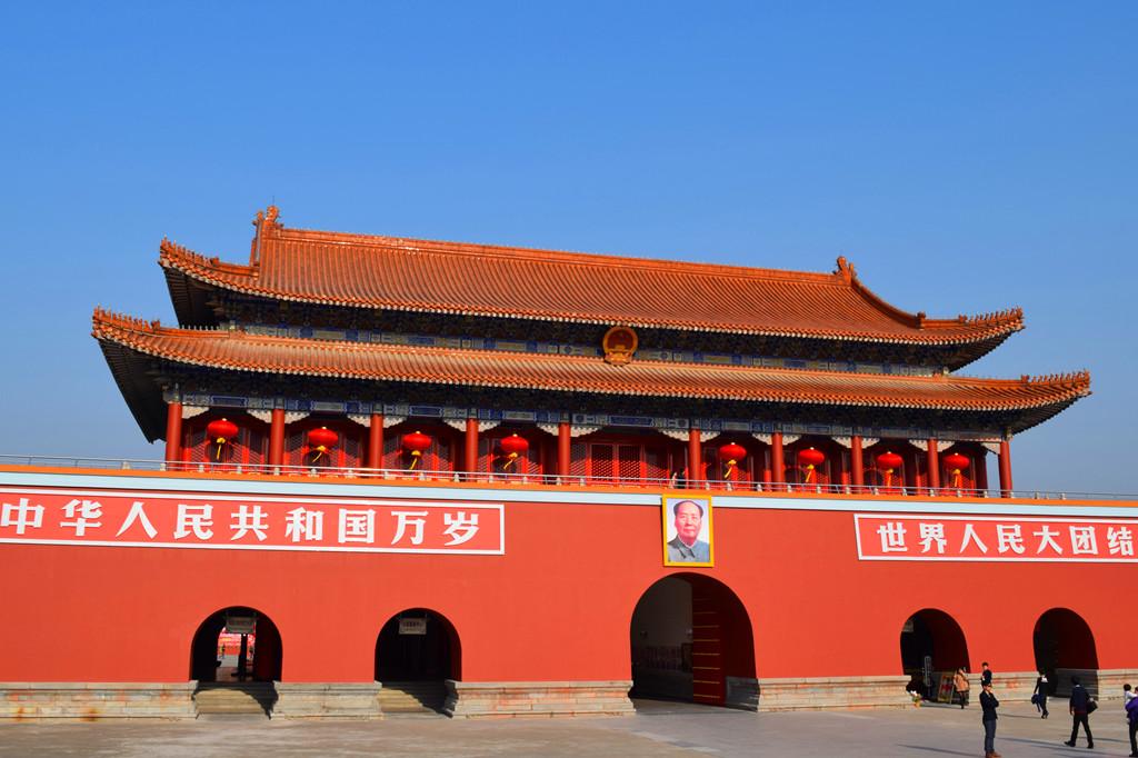 天安门城楼的正面照,衬着厦门的蓝天,美美的图片