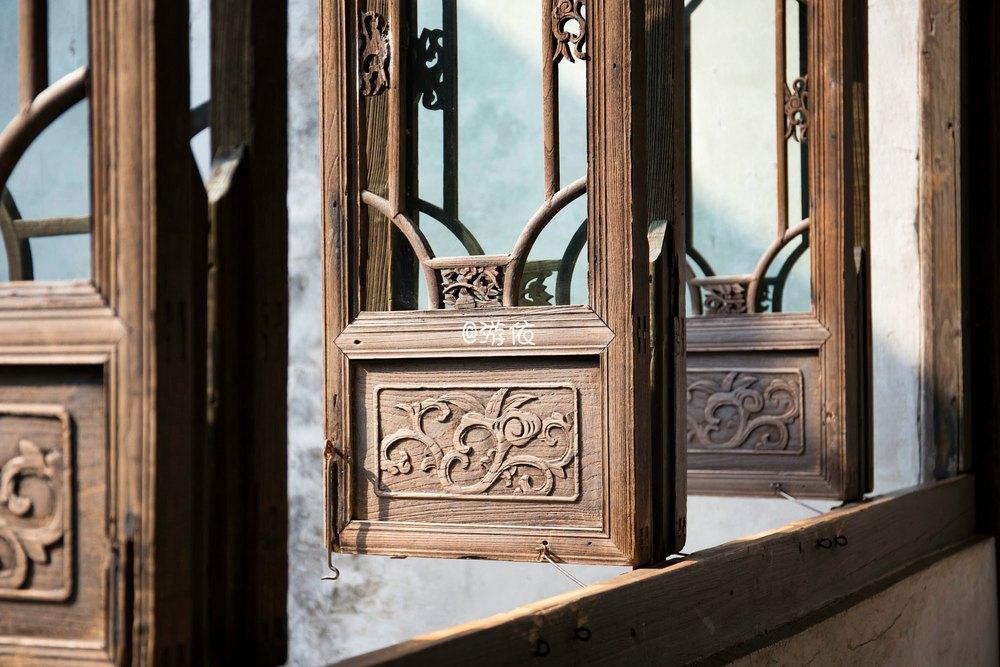 旧时雕花木窗图片