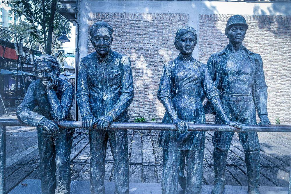 纺织工人·雕塑图片