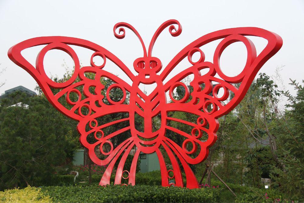 目前国内最大的镂空剪纸造型的---蝴蝶雕塑图片图片