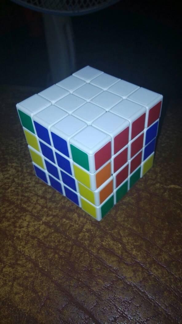 为什么我在转四阶魔方时转顶面时这个角没像三阶魔方那样对齐啊.