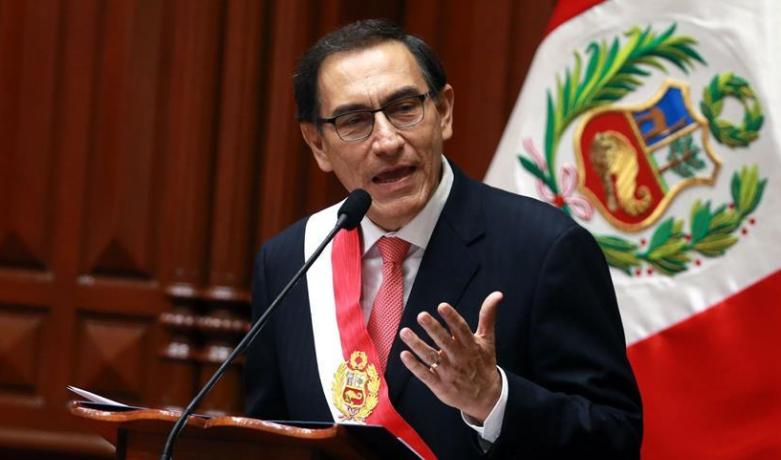 秘鲁第一副总统马丁比斯卡拉23日在国会宣誓就任总统,接替于21日宣布