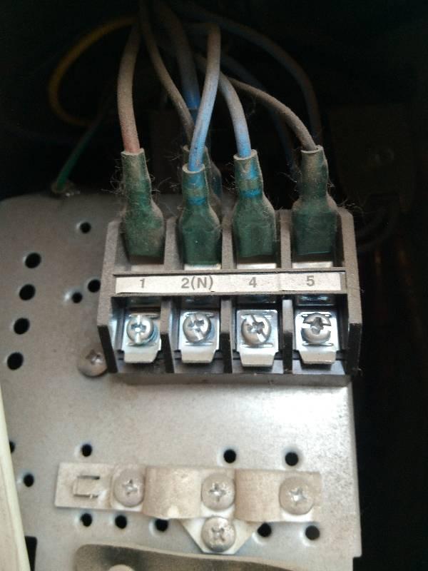奥克斯空调室外机如何接线?