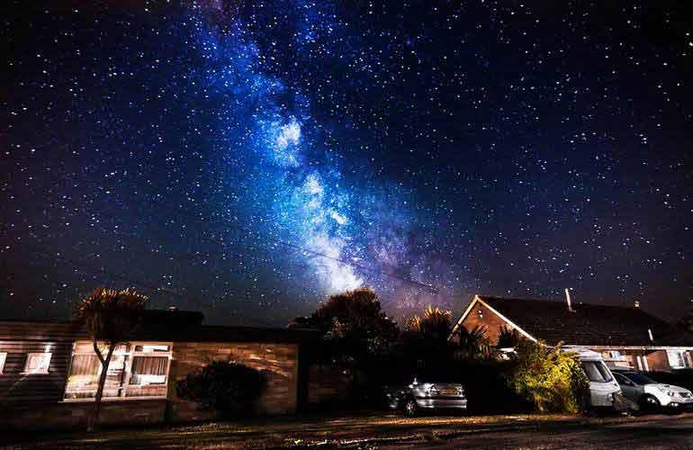 赣州银河欢乐影�_从地球上看银河系星星,真的就是这种彩色的吗?