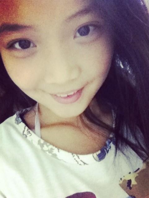 求几张12岁漂亮女孩的照片,要同一个人的!图片