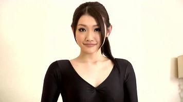 这个日本女星是水岛津实(水嶋あずみ,又译作水嶋杏美)