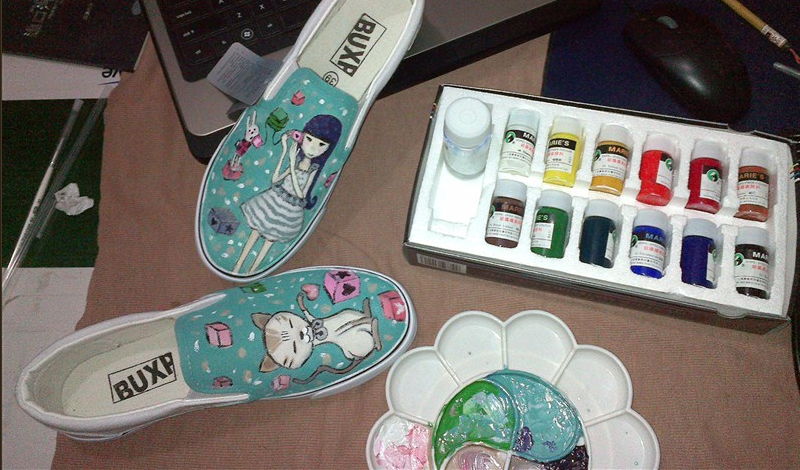 纺织颜料画鞋子步骤