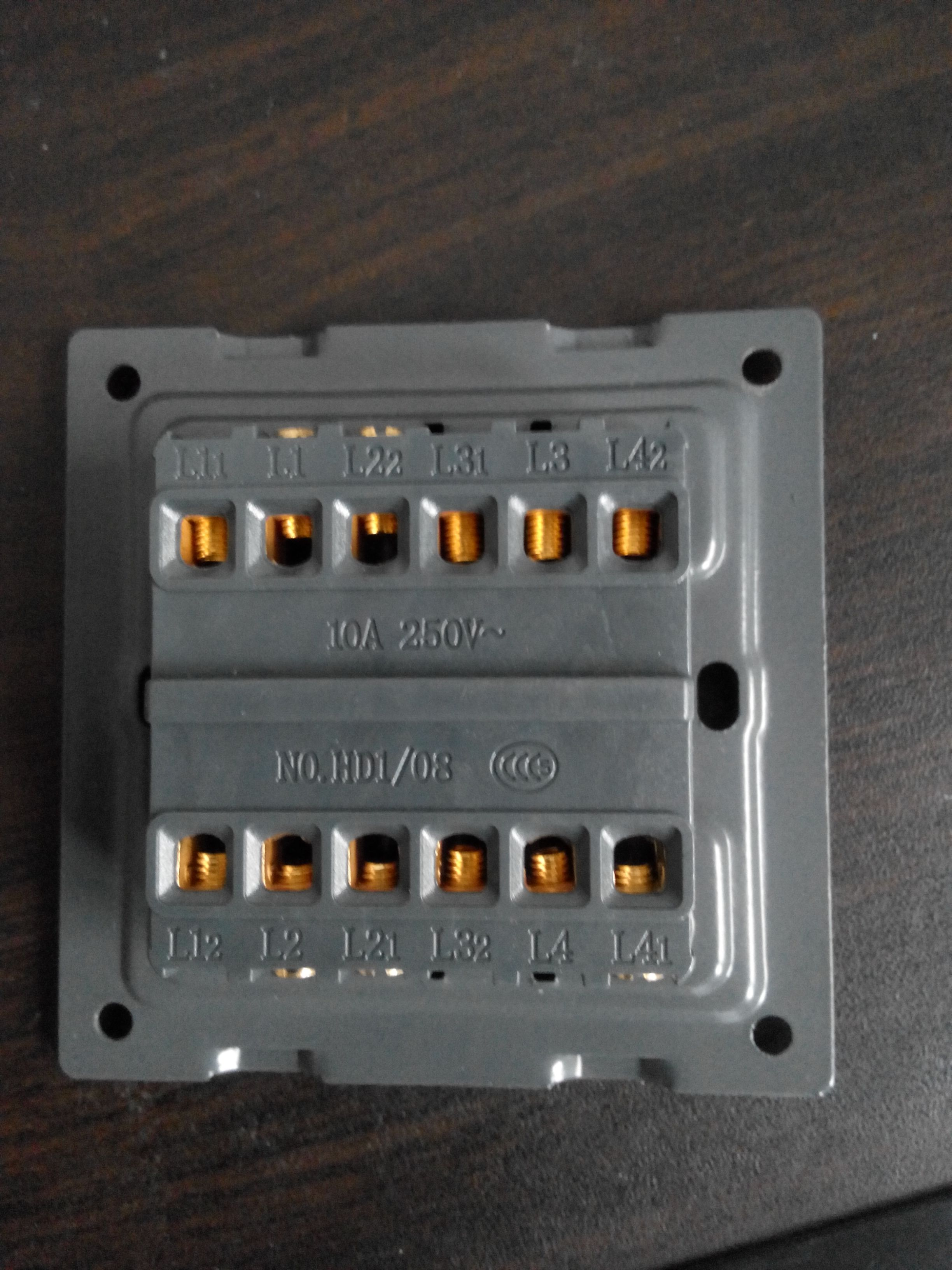 四灯四控开关如何接线啊?