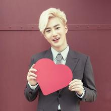 exo成员背景红色的图片单人照