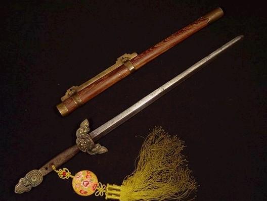少年包青天3里展昭那把剑的问题