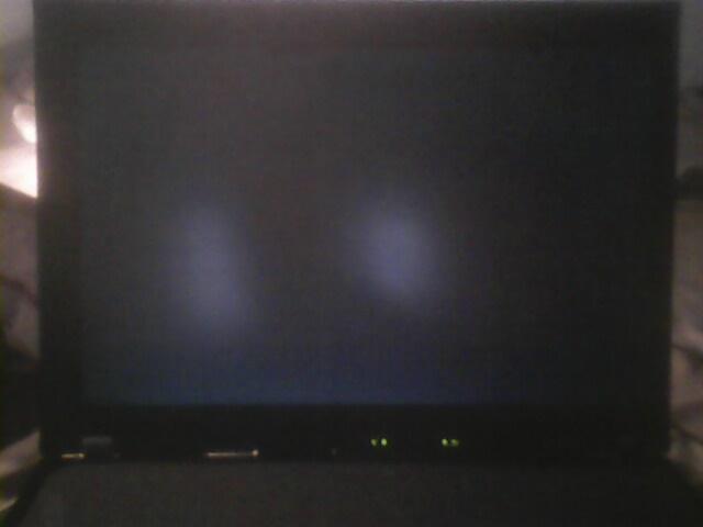 联想t16笔记本电脑显开机灰屏,什么也不显示,就连品牌