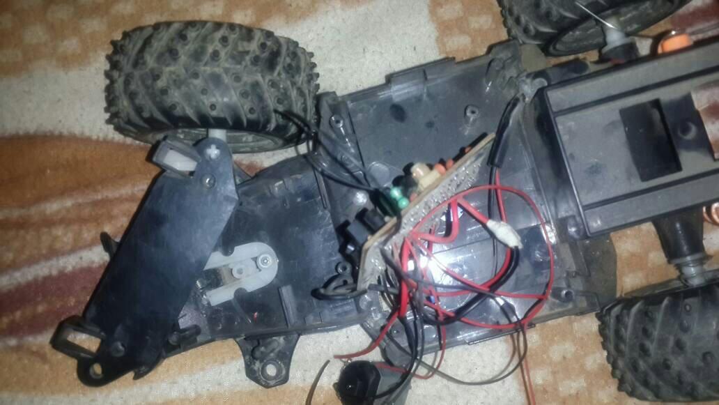 遥控车电路板有问题,驱动是好的,转向没反应,不知电路