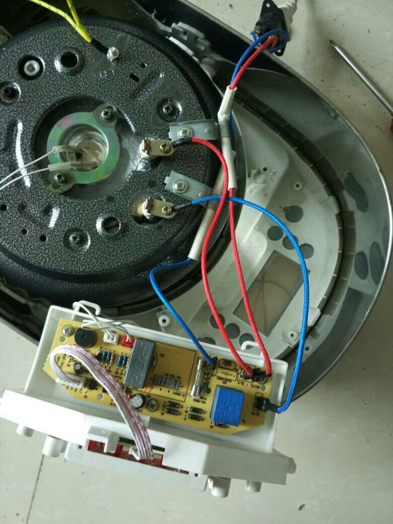电饭锅红线和蓝线都有电源,怎么回事