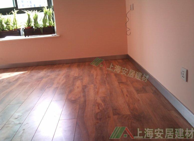 地板砖上的头发有没有什么好办法清理干净