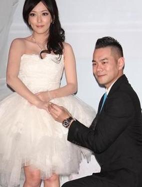 郭人豪(郭世伦)在w hotel与怀有五个月身孕的老婆李柏蓉nina补办婚宴.