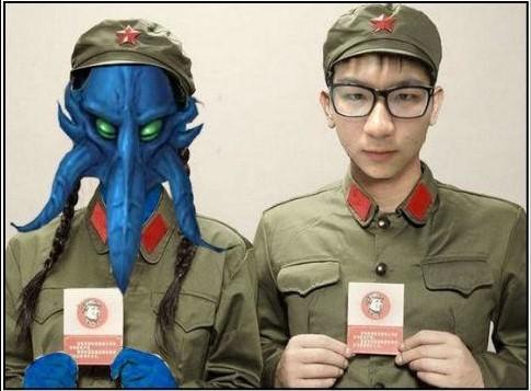 两个当兵的一男一女站在一起的照片,我之前在网上看到图片