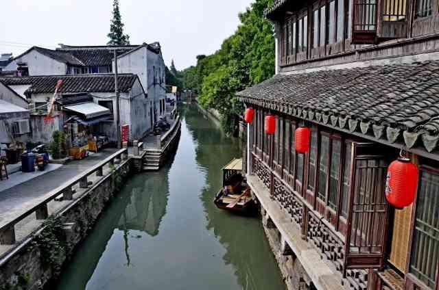 平江路是苏州的一条历史老街,是一条沿河的小路,其河名为平江河.图片