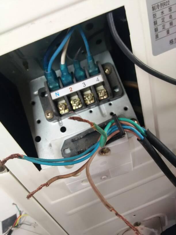 这个外机是冷暖的,n零线   2压缩机   3外机风扇    4四通阀线圈.图片