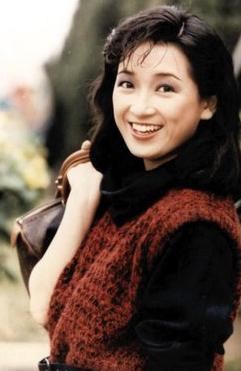 1995年,赴马来西亚拍剧,主演《蒲公英》,《最爱是谁》和《豪门劫》等