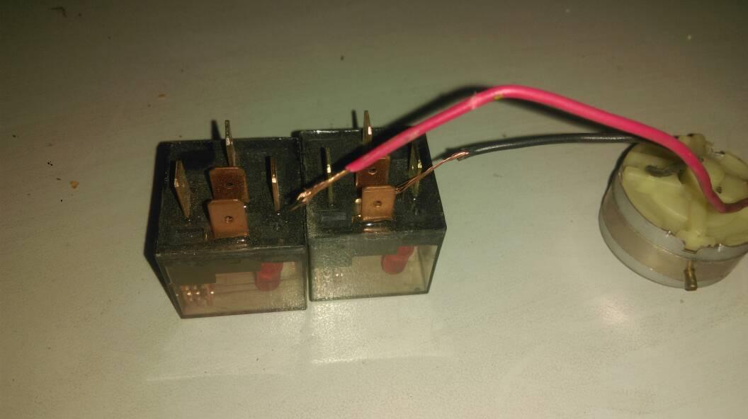 求一个控制电机正反转接线图 要求有继电器 转换有开关控制 拜谢各位