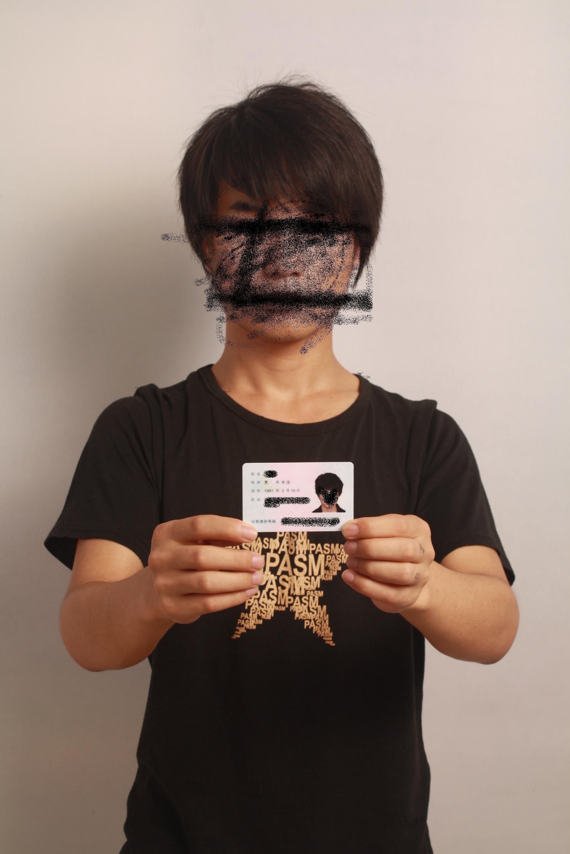 手持身份证照片这样可以吗?为什么老是不通过啊!图片