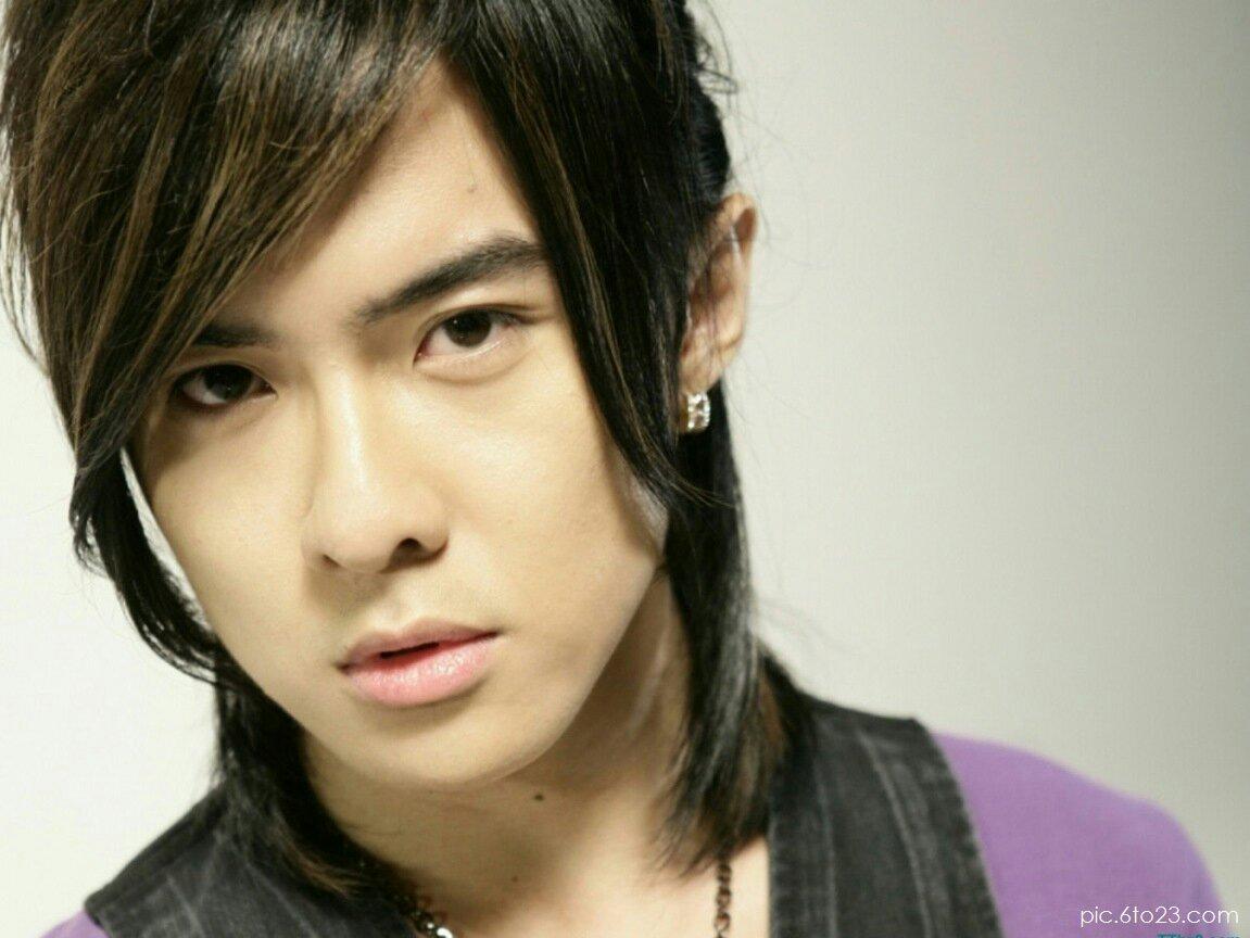 类似唐禹哲这样的刘海长发不是流行于1999年到2010年吗?2011年就过了.