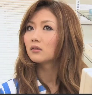 日本av女忧色播电影_这个女的叫什么?