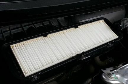 现代伊兰特悦动1.6空调滤芯在哪