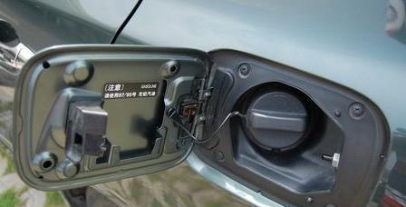 逍客怎么打开汽车加油盖