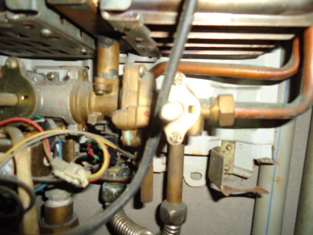 人工煤气热水器混水阀里的橡胶隔膜怎么换?图片