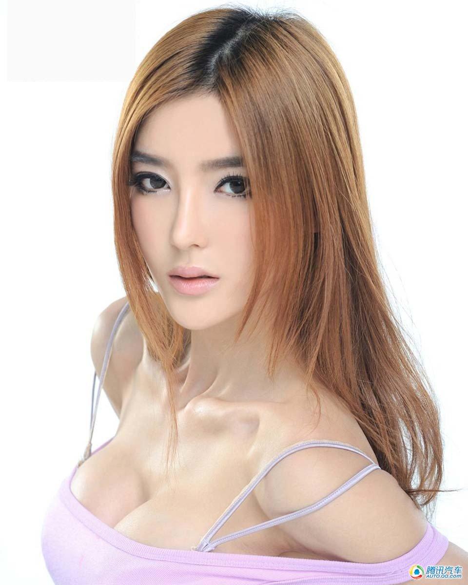 2012北京车展著名车模李颖芝